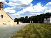 Buchenwald, una delle torri di guardia del campo. Sulla sinistra si intravede il forno crematorio