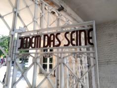 Jedem das seine, a ciascuno il suo. La scritta era leggibile dell'interno, non accoglieva i detenuti ma li accompagnava ogni volta che venivano portati al lavoro forzato. ©Italiani a Lipsia